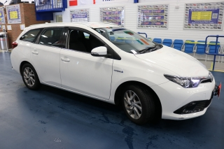 Click to view details about TOYOTA AURIS BUSINESS EDITION TSS 1.8VVTI CVT AUTO HYBRID 5 DOOR ESTATE